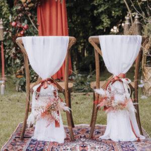 Herbst-Hochzeit, freie Trauung, Stühle, herbstliche Dekoration