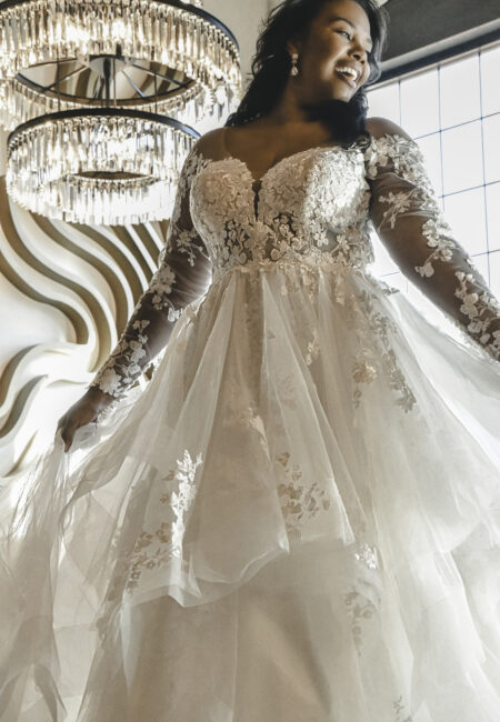 Brautkleid mit Spitze, Ärmeln, Essense of Australia