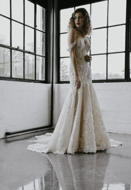 Brautmode, Hochzeitskleid, rückenfreies Brautkleid, Brautmodenkollektion